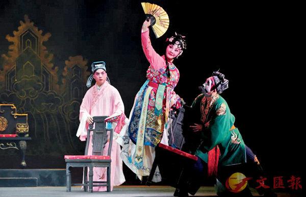 ●秦腔傳統劇《再續紅梅緣》,在京首演贏得觀眾好評。
