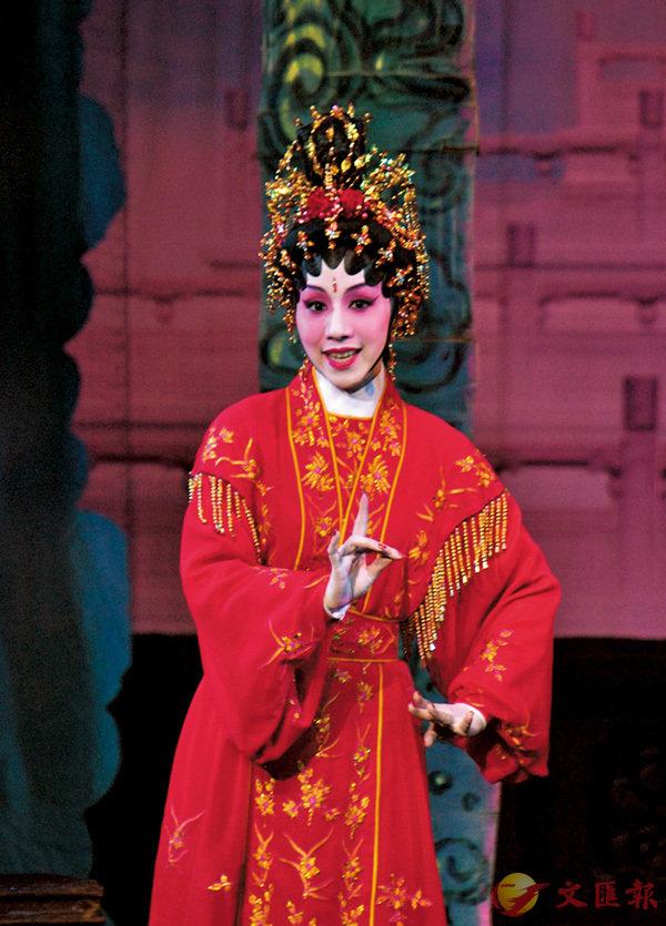 ●謝曉瑩小時候由愛好唱粵曲開始,長大全身投入粵劇行。