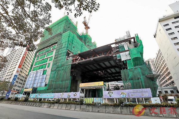 ●廣華醫院重建工程地盤再有工人確診,昨日起停工14天。 香港文匯報記者  攝