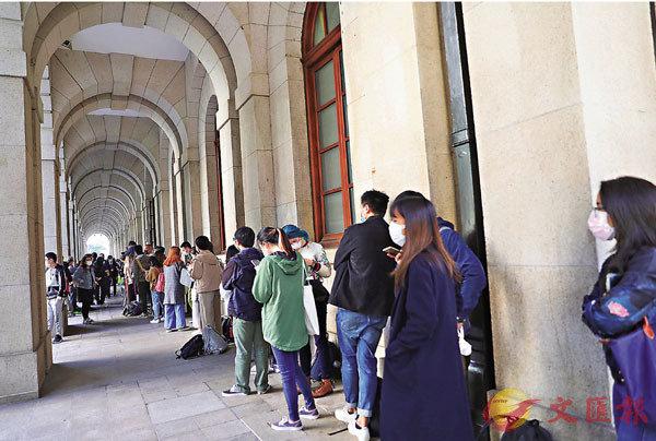 ● 黎智英保釋上訴案在終審法院審理,大批市民排隊旁聽。香港文匯報記者 攝