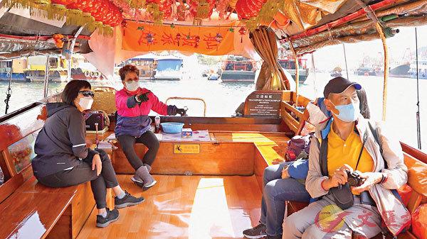 ●萍姐平日會親自開舢舨接待遊客。