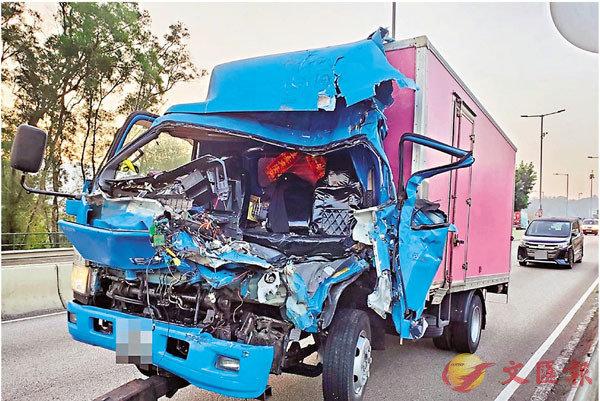 ●肇事密斗貨車車頭嚴重毀爛。