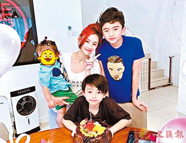 ●張�曭菑ㄝ犰b社交媒體分享與三名兒子的生活照。 網上圖片