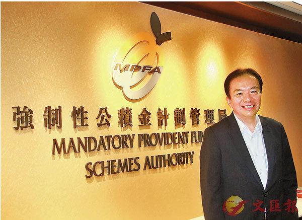 ●黃友嘉指出,積金局近年透過推行預設投資策略和積極搭建積金易平台,盡力降低收費。 香港文匯報記者  攝