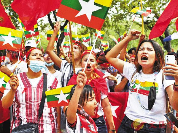 ●示威者發起全國大罷工。路透社