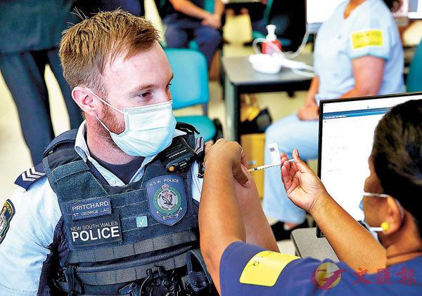 ● 新西蘭警員接種疫苗。