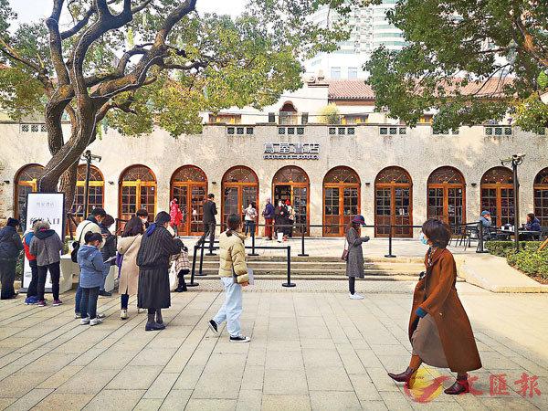 ●上海上生.新所蔦屋書店顧客絡繹不絕,目前採用預約制。