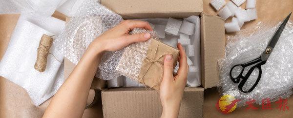 ● 泡泡紙、發泡膠粒等是常見的過度包裝物料。 網上圖片