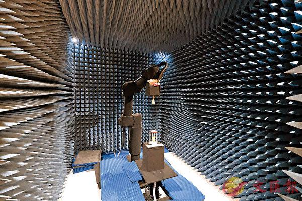 ●實驗室配備了較為完整的天線及微波測量設備。 香港文匯報記者 攝
