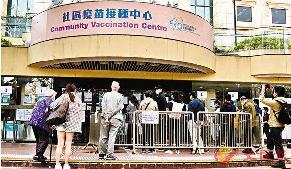 ● 為提高新冠疫苗接種率,商界紛紛推出「打針假」,部分社福機構更推出「陪家人打針」假。 資料圖片