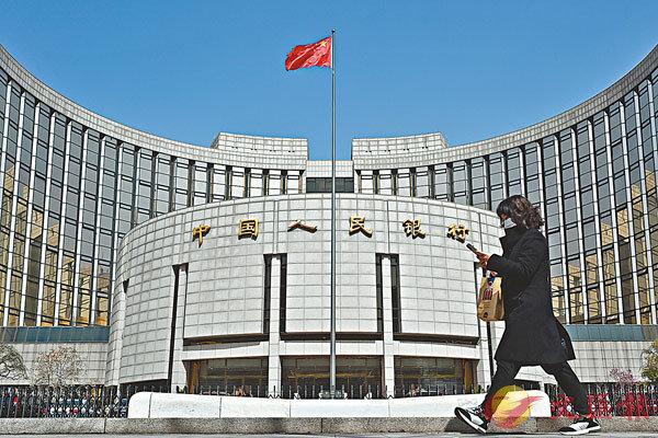 ● 上月末中國外匯儲備規模為31,700億美元,較2月末下降350億美元或1.09%,降幅為2020年3月以來最大。資料圖片