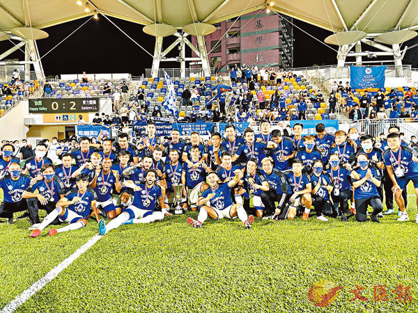 ●東方球員賽後大合照。  香港文匯報記者黎永淦 攝