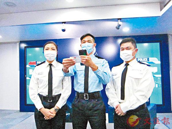 ●警隊將於下周三起分階段試行「行咇易」電子方式查證,可大大縮短市民等候核查時間。香港文匯報記者  攝