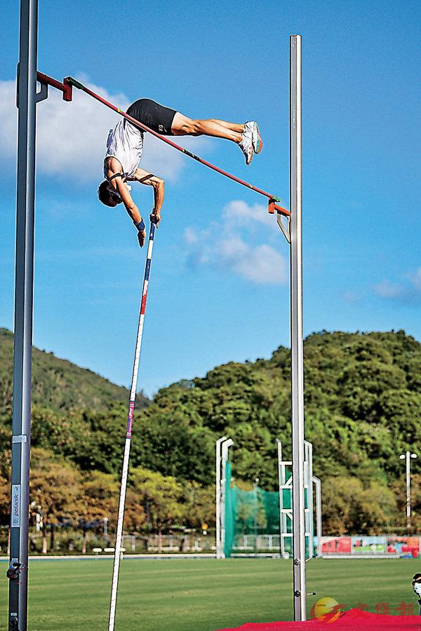 ●張培賢今季四破香港男子撐竿跳紀錄。 田總圖片