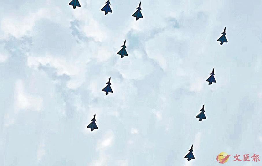 ● 昨日上午,慶祝建黨百年大會進行空中梯隊綵排。香港文匯報記者凱雷  攝