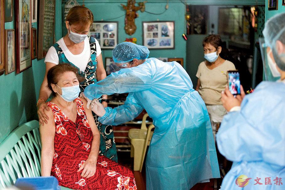 ●菲律賓民眾接種科興疫苗。 路透社